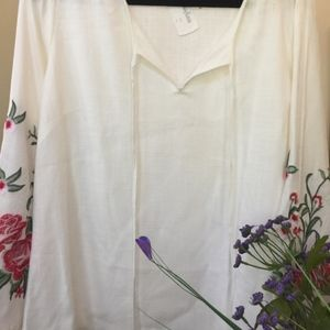 Neiman Marcus  Ivory Linen Embroidered Top